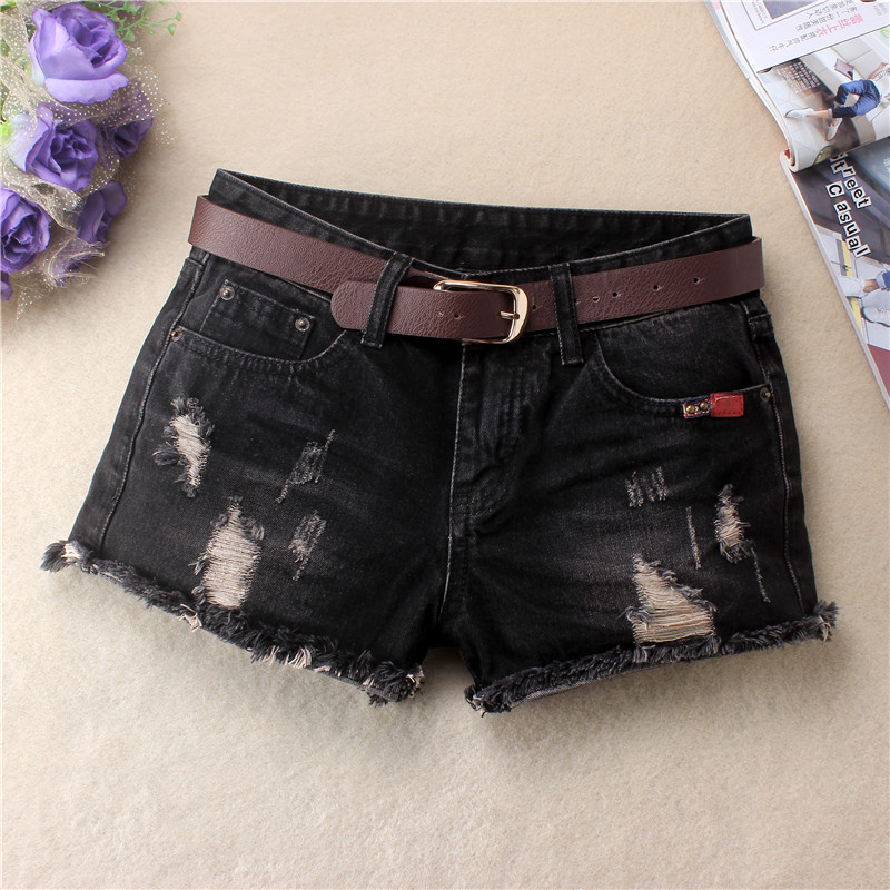 Fall / winter 2019 new worn out black jeans shorts with rough edge and scratchy grain show thin student hot pants women fashion