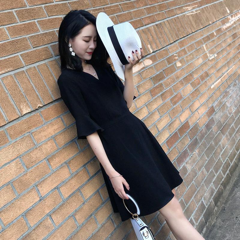 实拍现货2020夏新款女装黑色赫本小黑裙修身V领连衣裙925p80控128