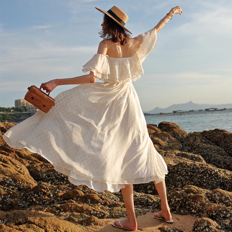 女夏2018新款海岛度假风露肩连衣裙金丝印花一字领大摆沙滩裙超仙