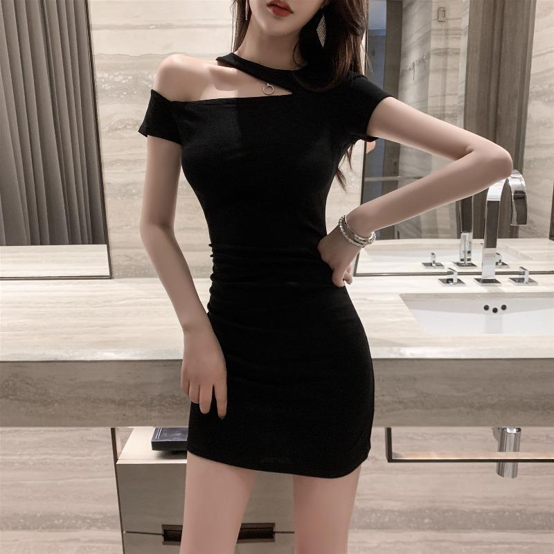 タオバオ仕入れ代行-ibuy99 紧身裙 性感露肩连衣裙2021夏装新款女装气质挂脖显瘦黑色紧身包臀短裙子