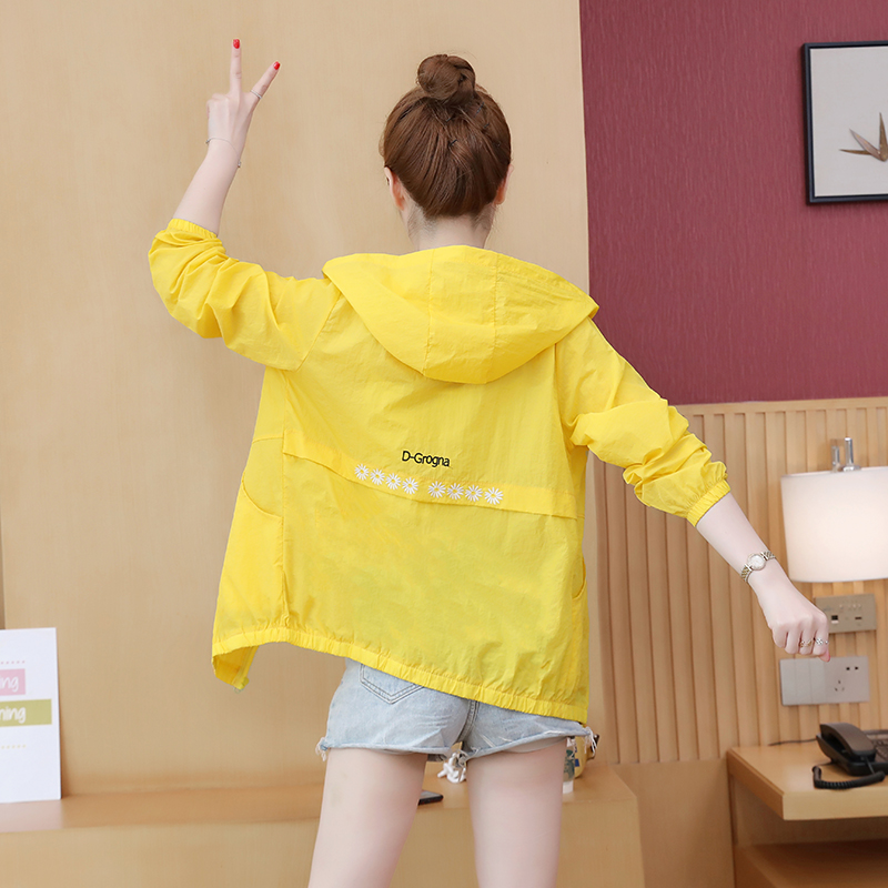 Real shooting long sleeve sunscreen clothes womens 2020 new summer thin versatile embroidered short coat cardigan foreign style sunscreen clothes