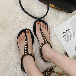 细细条 ins网红罗马凉鞋海边女夏铆钉夹趾沙滩鞋平底泰国百搭度假