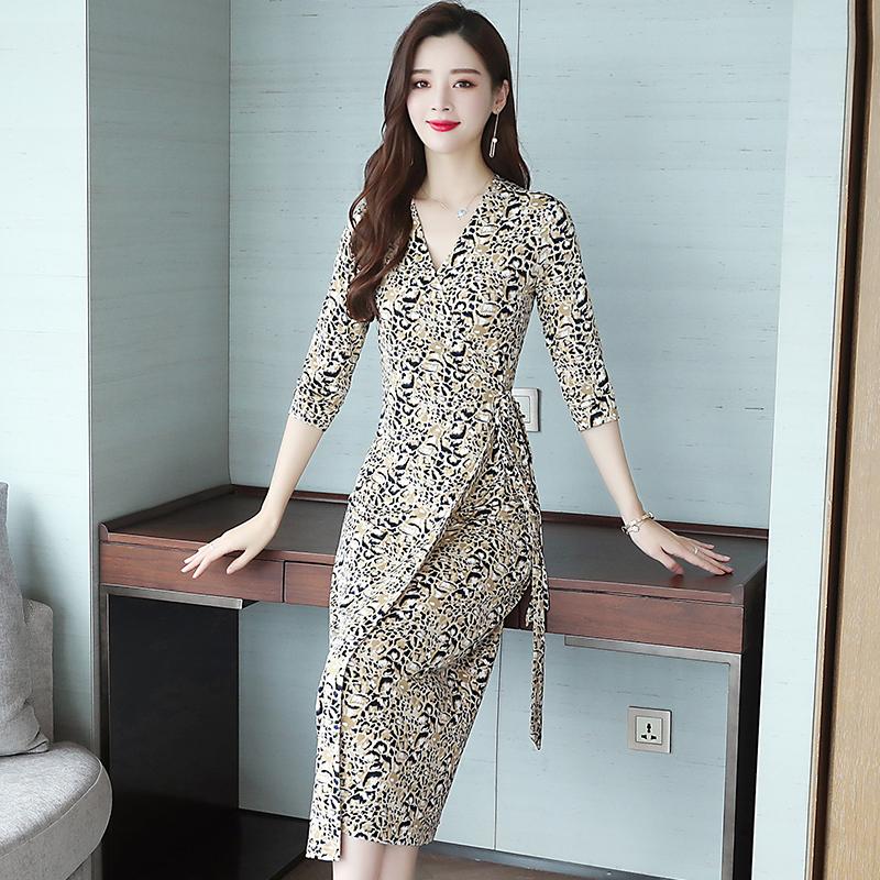 2019新款有女人味的连衣裙收腰显瘦修身高端气质豹纹遮肚过膝长裙