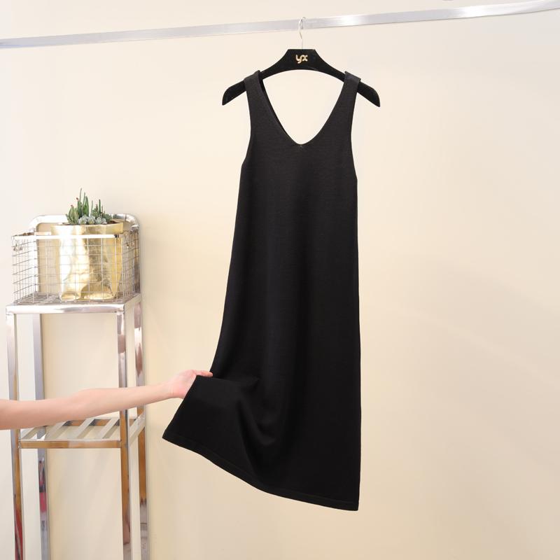 针织连衣裙2020春秋新款宽松背心裙V领过膝打底长款黑色吊带裙女