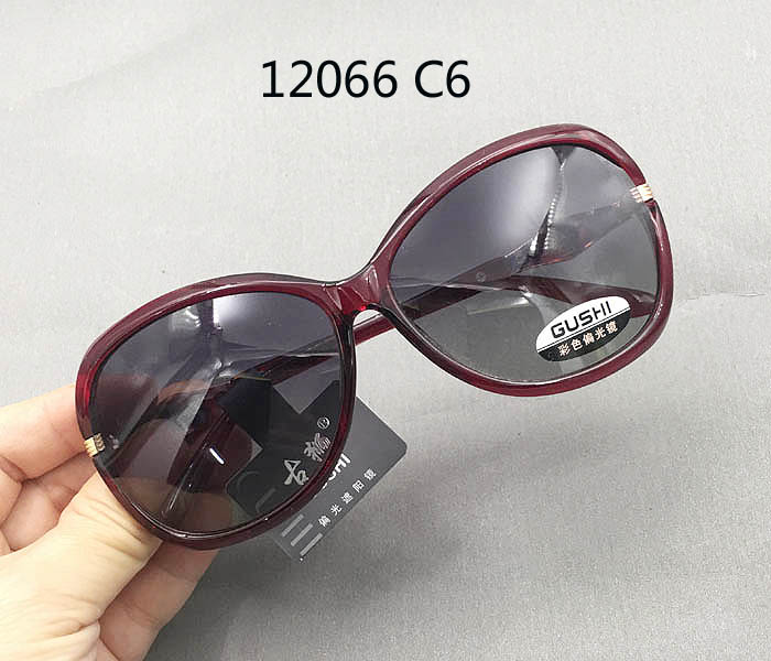 2018 new ancient lion Gushi womens Retro trend large frame square round driving Polarized Sunglasses Black 12066