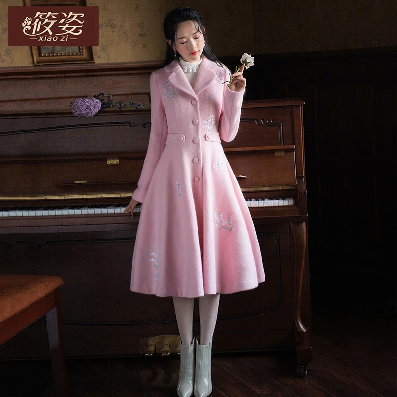 筱姿服饰 春秋季新款女装复古绣花毛呢外套中长款长袖大衣