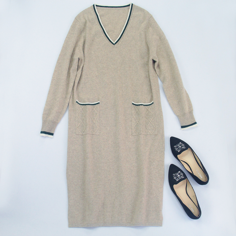 Customer supplied fabric super soft simple V-neck color matching double pocket mid length knee length cashmere knitted dress