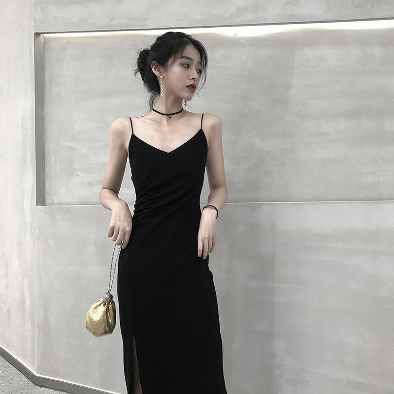 连衣裙女秋冬2019新款黑色吊带裙小黑裙v领性感长裙长款内搭打底