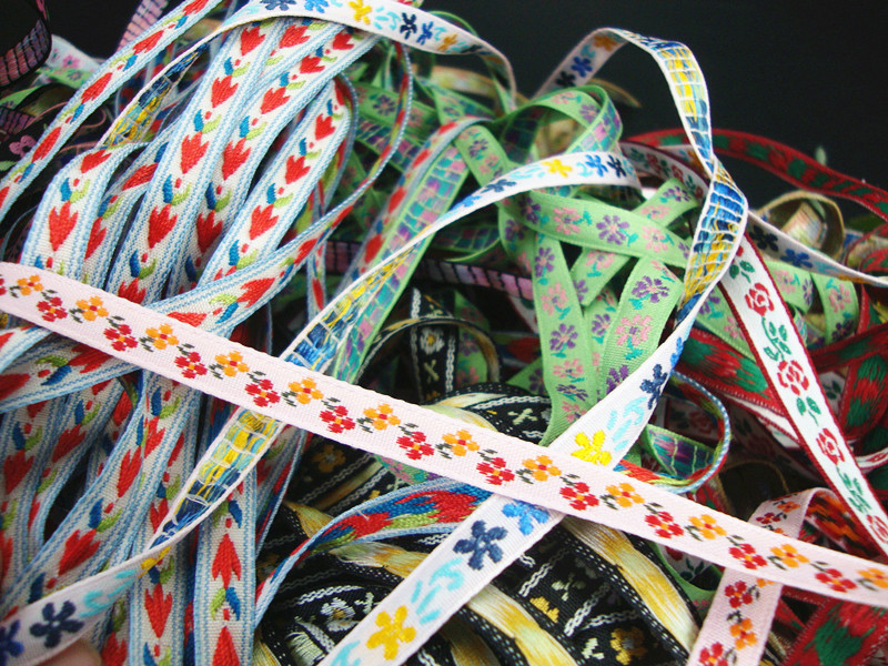 Round fan wrapped ribbon ethnic style embroidery narrow ribbon flower antique dress material 4.5 yuan 5 yards