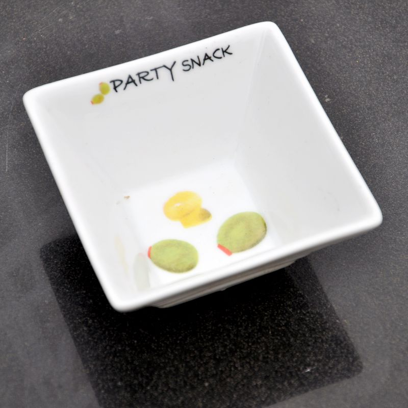 简约现代白色陶瓷装饰小碟四方形小碗咸菜碟调料碟收纳器皿
