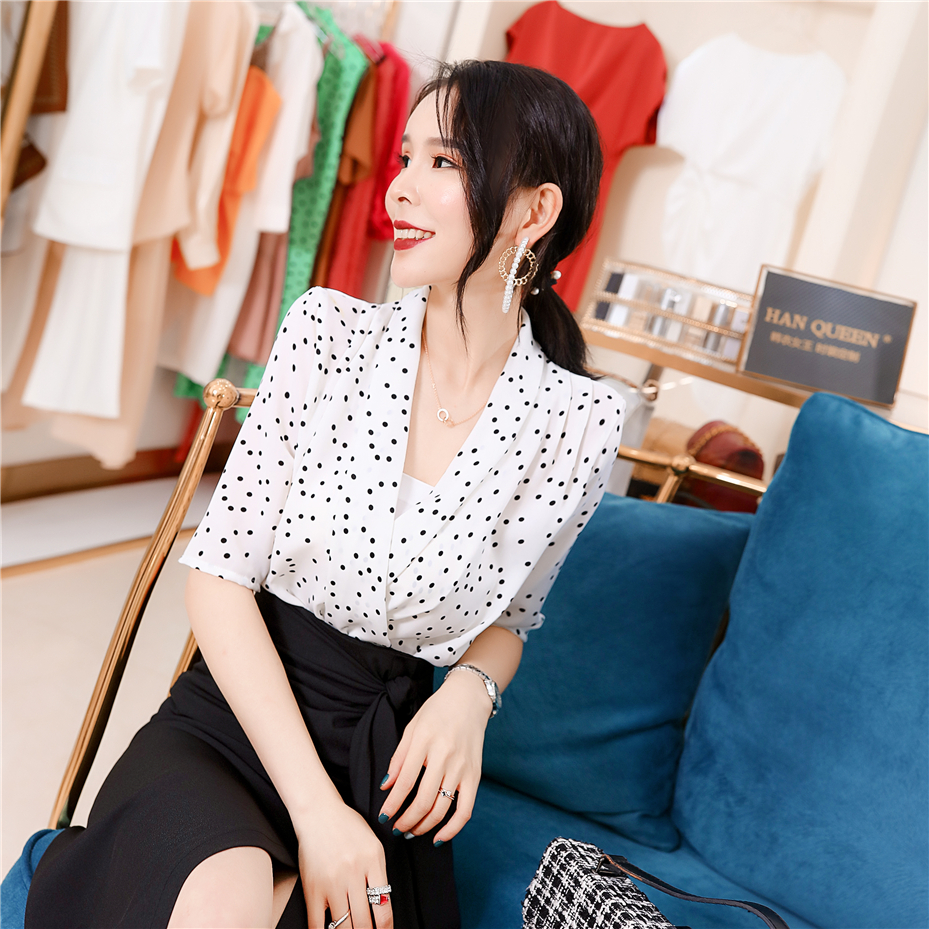 韩衣女王 2020夏季轻熟风女装网红小个子V领波点雪纺衫显瘦气质