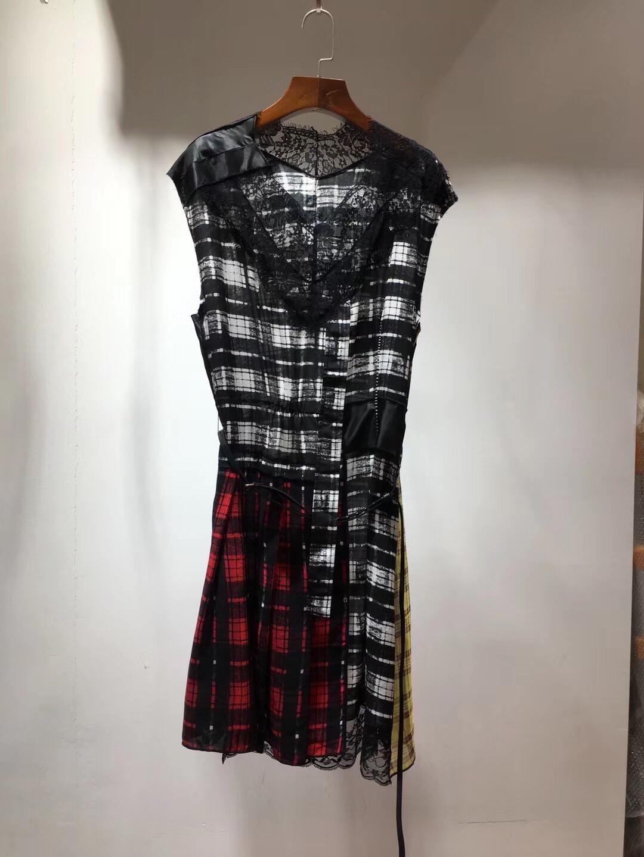 新款2019年夏季装饰订钻零活皮腰带V领蕾丝边拼色格仔真丝连衣裙
