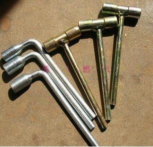 45号 小钢炮双用扳手 氧气 乙炔 瓶阀扳手  丙烷开关 方孔扳手