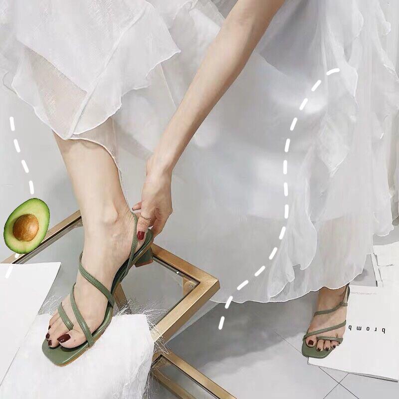 2019新款韩国网红色方头仙女细带铆钉套趾简约百搭一字带中跟凉鞋