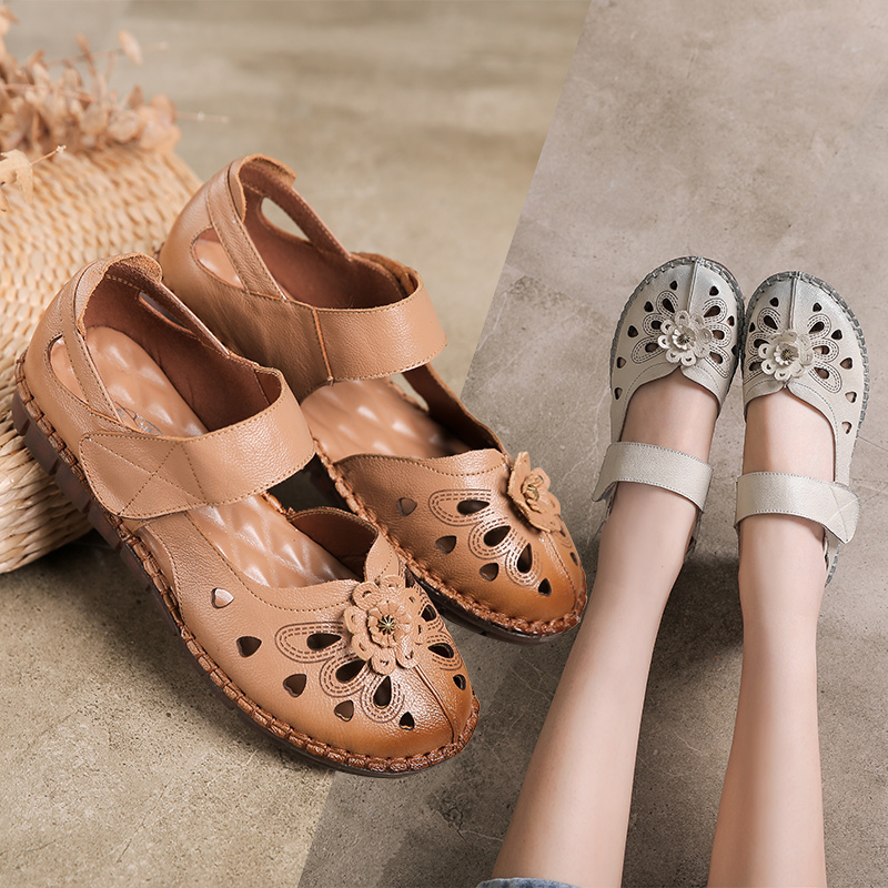 I want to buy my mothers sandals for summer, leather flat sole, soft sole, foot covering, middle-aged womens shoes, perforated shoes