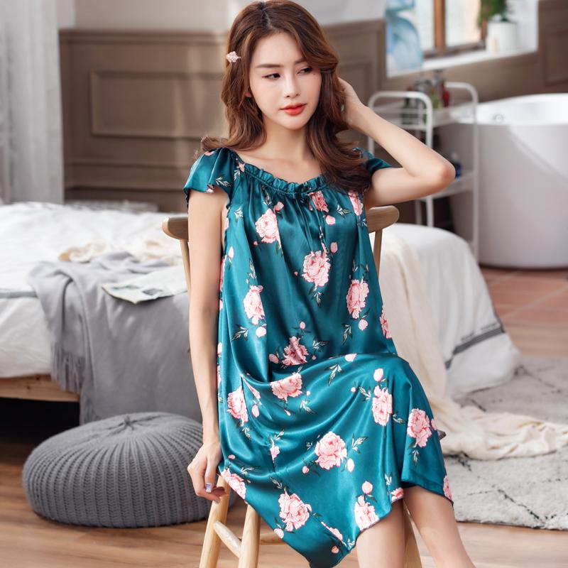 真糸のパジャマの女性の夏季の氷の糸は外で着て肥大します。