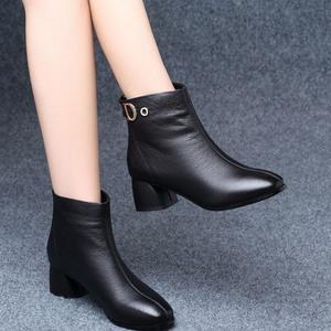 短靴女秋冬2019新款英伦风百搭中跟粗跟高跟皮鞋冬季加绒单靴40
