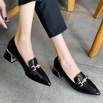 百丽夏春秋单鞋新款英伦潮皮鞋百搭真皮浅口中跟漆皮尖头粗跟女鞋