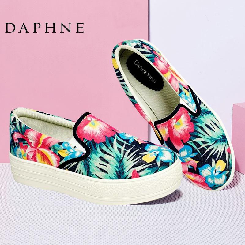 Daphne/達芙妮春款休閑懶人鞋圓頭花朵布面中跟增高顯瘦松糕單鞋