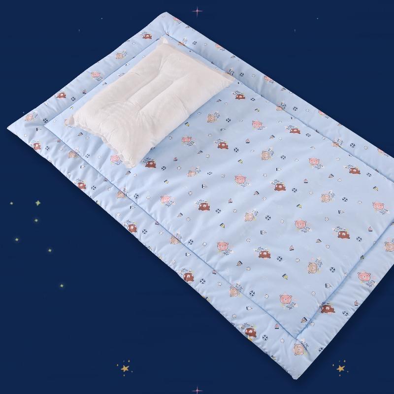 Кровать для младенца матрас новорожденных чистый ребенок хлопок подушка находятся кровать матрас детский сад ребенок студент близко магазин находятся небольшой коврик
