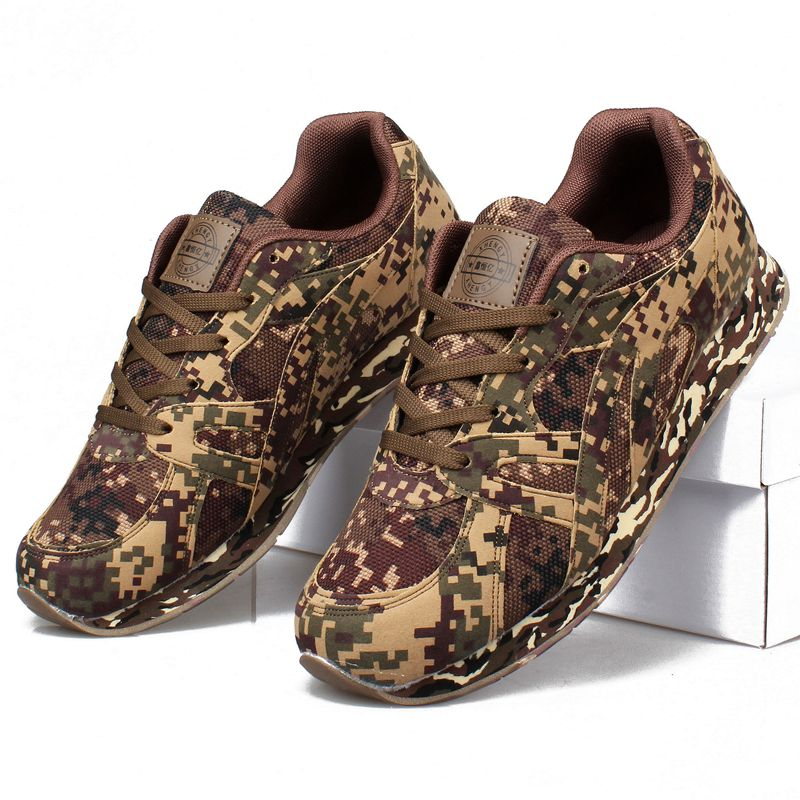 新商品の特訓靴は荒涼としたデジタル迷彩のランニングシューズで、滑りにくくて耐摩耗性のある迷彩の運動靴です。
