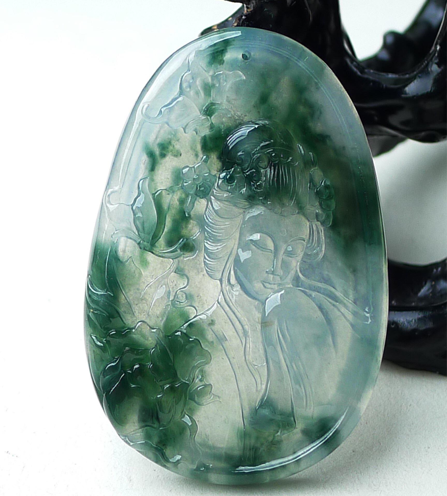 缅甸天然翡翠A货水润冰润飘绿美女挂件靓玉质细腻种老好足雕刻精