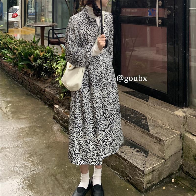 2020年秋冬季新款甜酷豹纹褶皱中长款连衣裙女减龄显瘦中长款裙子