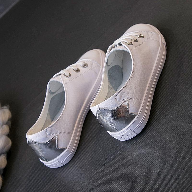 一脚蹬小白鞋女2019春款纯皮胖脚单鞋女加宽夏款韩版大码41懒人鞋