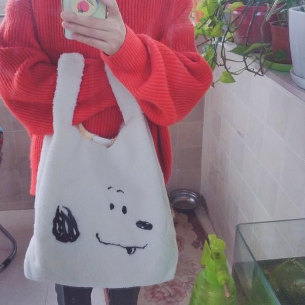 New warm hand versatile Plush embroidered cashmere handbag Snoopy hand bag Commuter Bag trendy girl