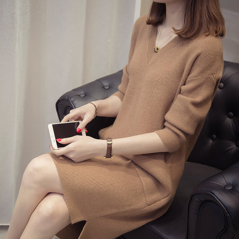 2020 new autumn / winter Korean mid long loose net red knitted bottoming shirt is very elegant and foreign V-neck wool dress
