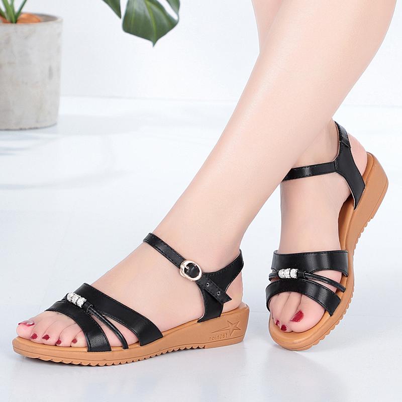 夏季新款平底舒适露趾凉鞋女低跟3cm大小码43妈妈鞋软底防滑百搭