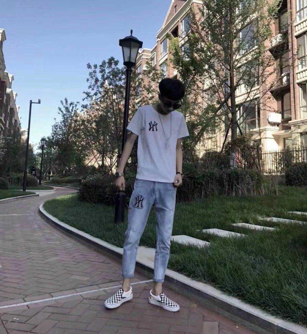 秋季潮男修身显瘦牛仔小脚裤社会精神小伙裤子快手红人同款九分裤图片