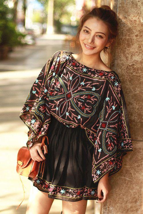 现货】夏季民族风刺绣披肩蝙蝠袖收腰显瘦系带流苏中短连衣裙