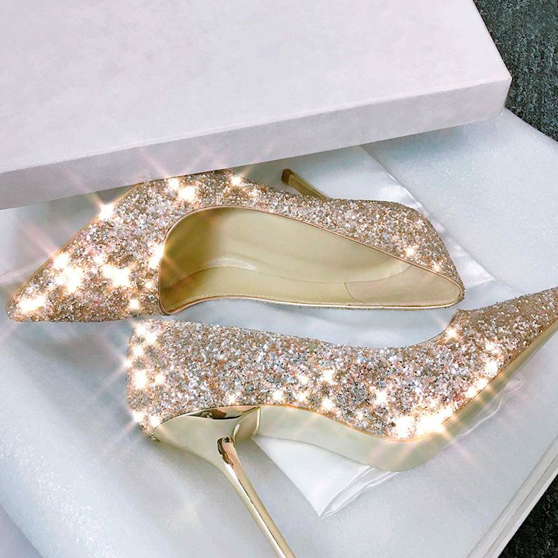 148.00元包邮婚鞋女2019新款新娘鞋亮片伴娘婚纱水晶尖头银色高跟细跟网红婚鞋