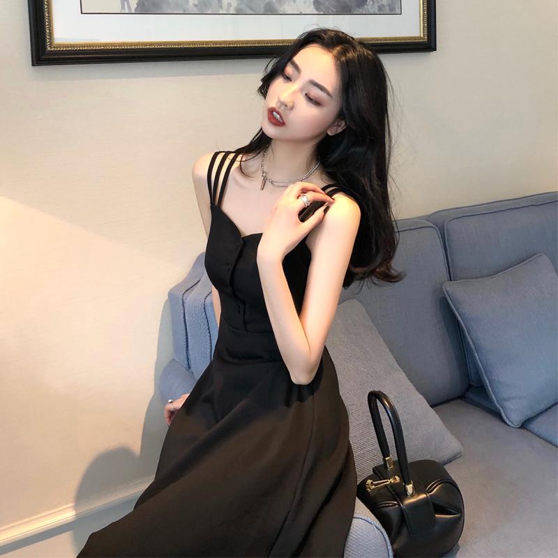 法式显瘦设计感吊带裙女夏复古性感冷淡风心机小黑裙赫本风连衣裙图片