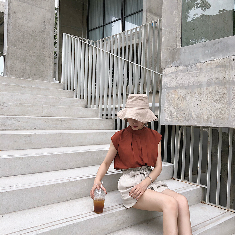 Summer 2018 new solid color shirt womens literary fashion sleeveless crimped round neck top bottomed blouse