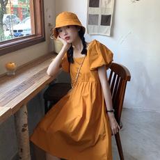 泡泡袖连衣裙女夏季新款2020法式高腰显瘦气质ins风方领黄色裙子