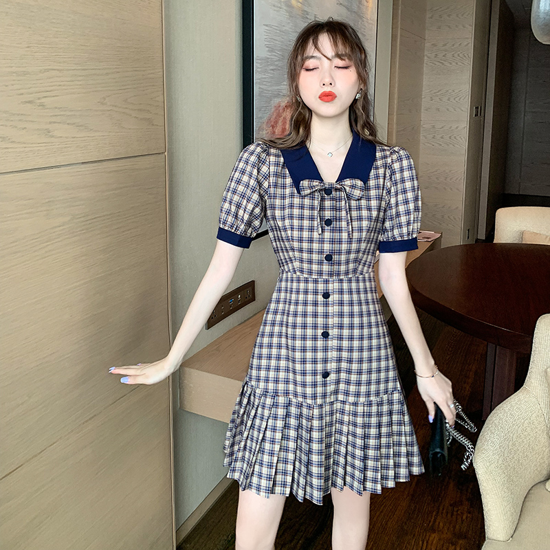 Small French retro Plaid Dress for women summer 2020 new baby collar pleated skirt