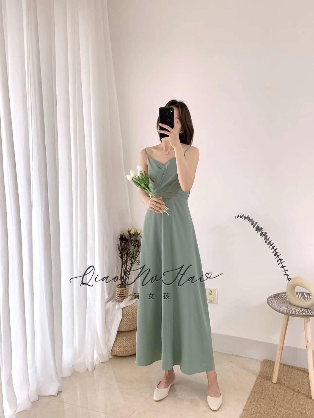 2020夏新款赫本法式复古设计感气质收腰吊带连衣裙度假性感裙子女