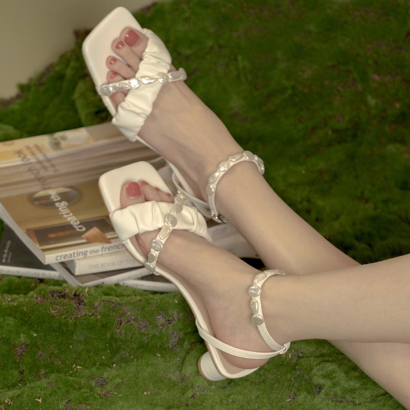 得足少女原创设计 2021夏季新款法式串珠一字带凉鞋女低跟仙女风