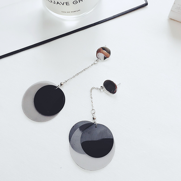 Japanese and Korean temperament long earrings multilayer black geometric round piece Earrings simple Earrings Japanese and Korean Earrings female