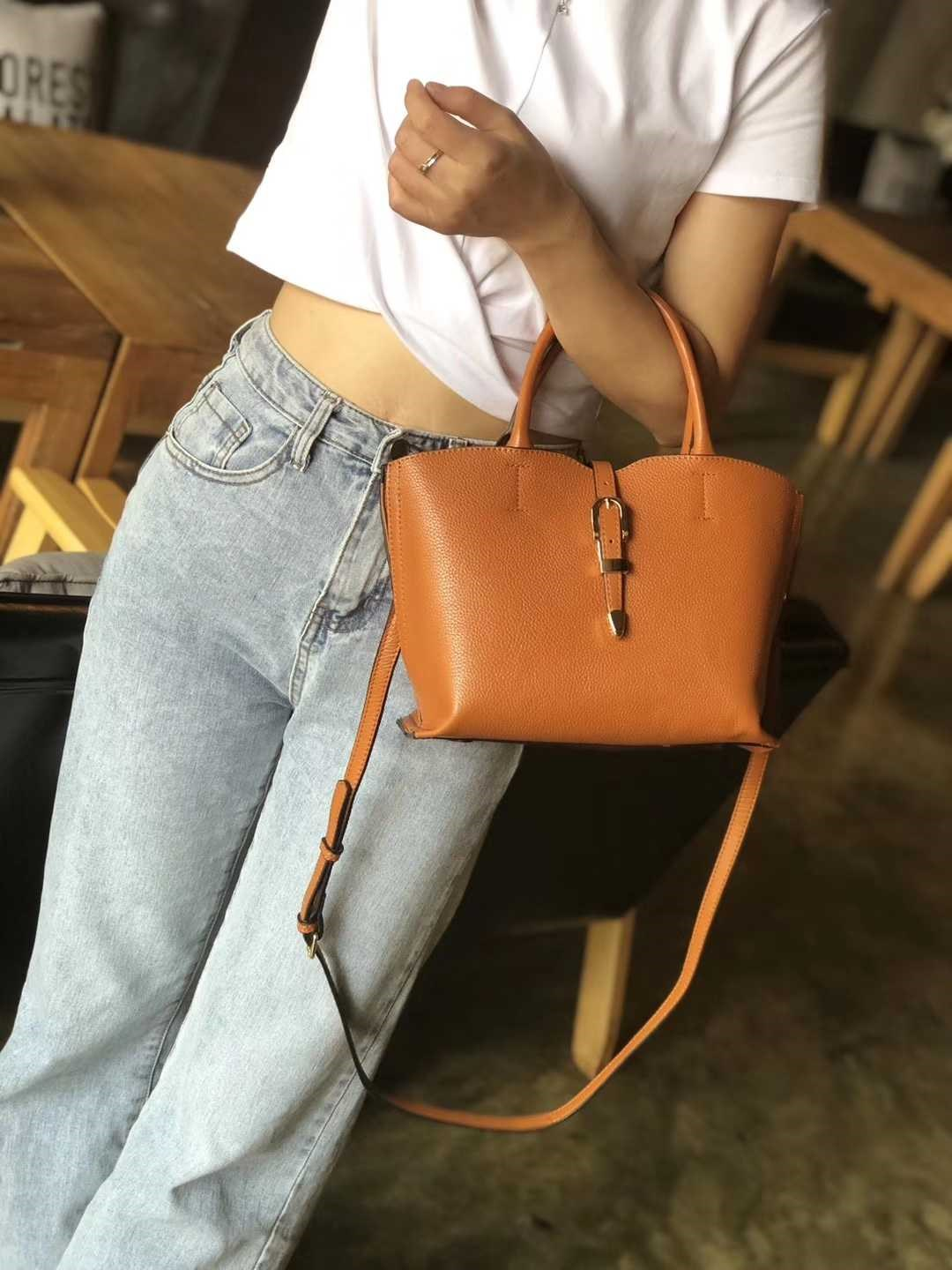 Simple womens medium sized bag, wide mouth, large capacity belt buckle, portable fashion Messenger, dual-purpose green bag