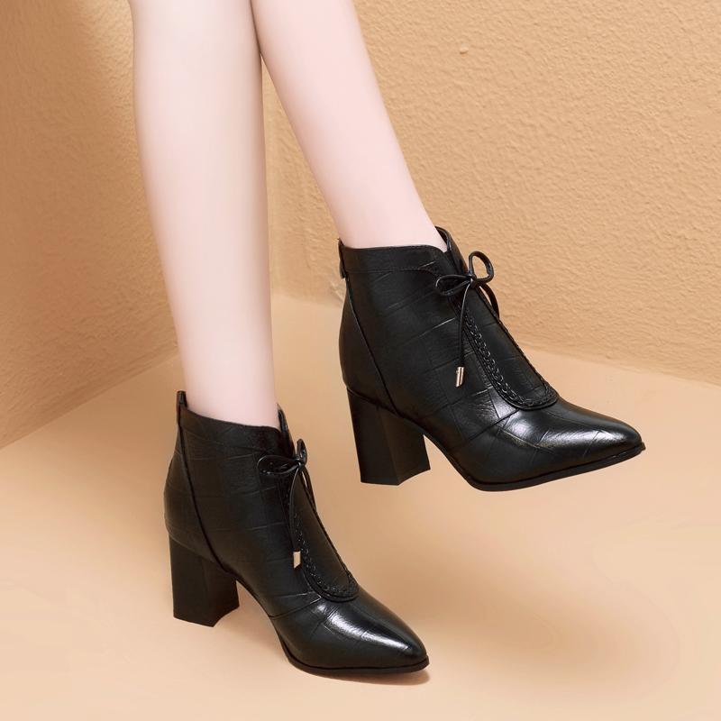 悦丽娜2019秋冬季新款真皮粗跟短靴子女兆正品牌女鞋香阁儿卡美多