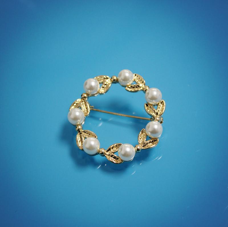 European and American style new retro fashion small fresh Gold White Pearl wreath versatile brooch brooch pin female accessories