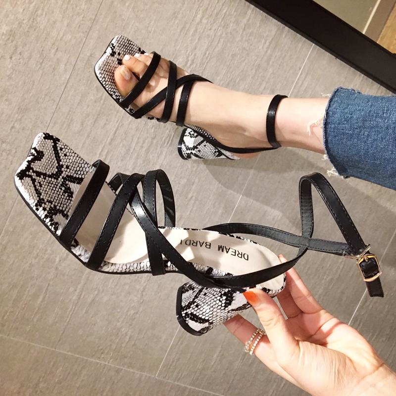 HYMX潮女鞋街头夏季新款露趾一字交叉绑带粗跟凉鞋后空高跟罗马鞋