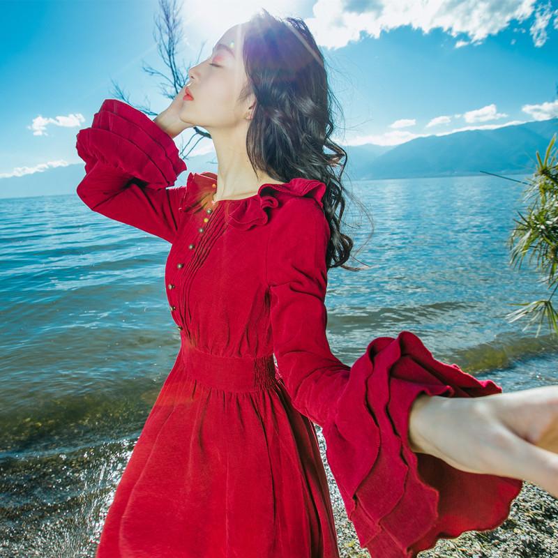秋装新款女复古气质修身长袖灯芯绒红色冷淡风连衣裙高腰度假长裙
