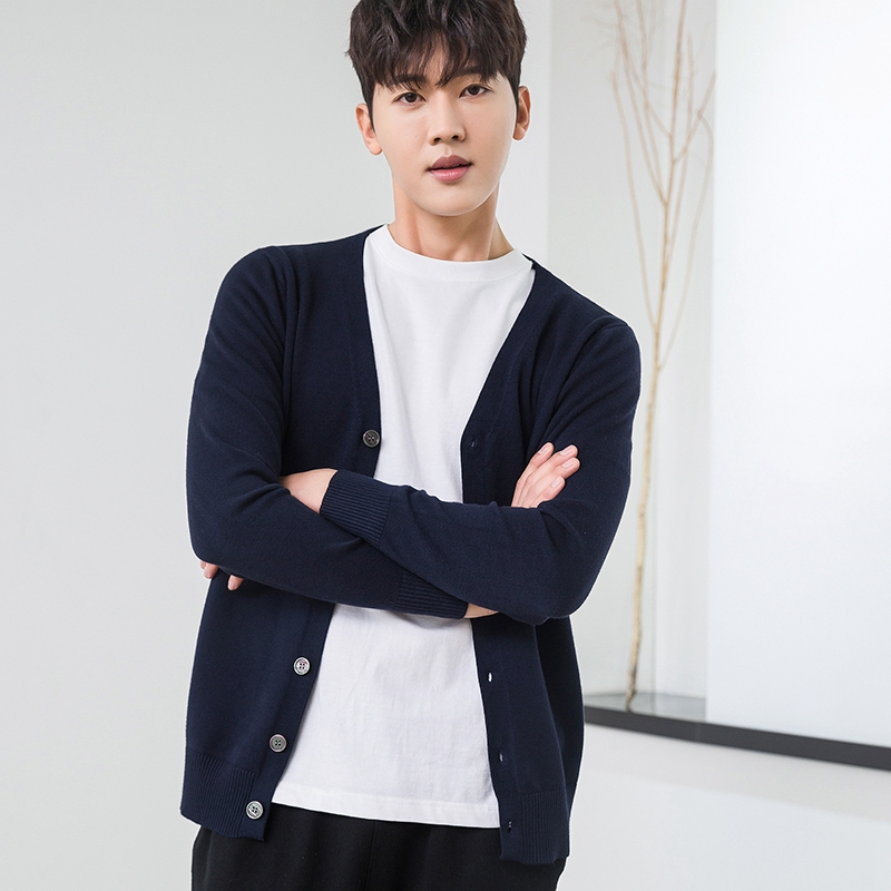 Spring and autumn V-neck knitted cardigan fashion mens thin coat casual Korean Button Down Sweater loose large cashmere cardigan