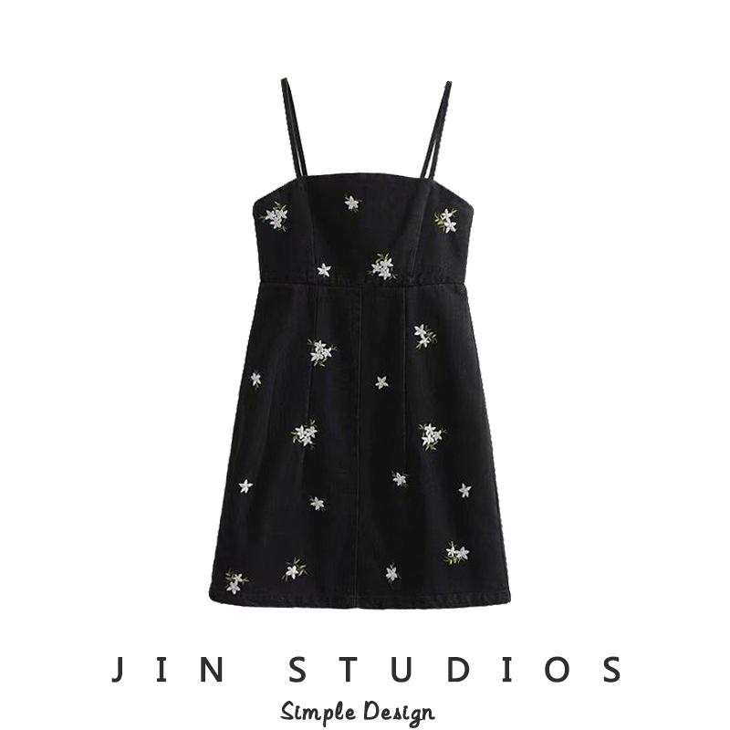 JIN自制复古花朵刺绣黑色牛仔吊带裙 百搭细肩带显瘦一步裙短裙女限100000张券