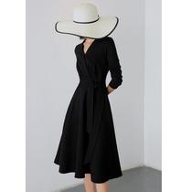 心机小黑裙赫本长裙配大衣的裙子中长款打底内搭黑色连衣裙女春装