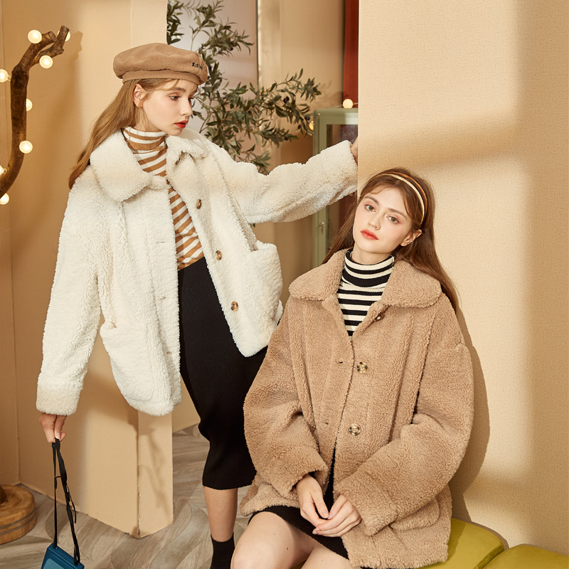 Autumn and winter all-match new lamb-like wool coat women loose Korean version of the short big pockets lamb-like wool coat coat